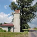 """Station """" Zeegat"""" te ClingeOorspronkelijk gebouwd als een hoogbouwstation waar later een laagbouw is tegen gebouwd vandaar dat het op een kerkje lijkt. Karakterstiek aan de hoogbouw is de rondboogdeur (romaansestijl) en de lengte van de glastegelramen. Sectie A 365, goedgekeurd door B&W op 20 juli 1923 tekenaar dhr C. Keller"""